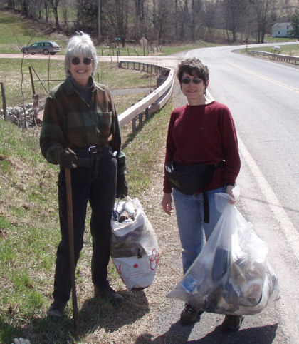 """Bag Ladies"" Nancy McShane & Ann Roberti do their part for a  cleaner Andes."